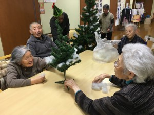 GHクリスマス飾り「飾りつけも楽しいね」
