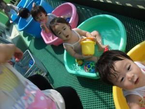 0歳児水遊び