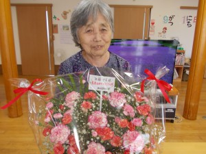 LC「お誕生日のお祝い花、見事です」