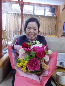 GH誕生会「立派なお花、家族からのプレゼントです」